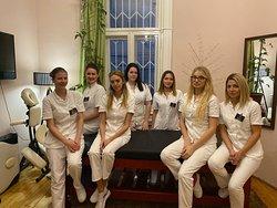 Jelena, Sandra, Nataša, Ivana, Zorana, Kristina, Irena - maseri fizioterapeuti - 16 maserki i 10 masera trenutno u timu Ekselencije masaže B