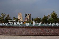 Перспектива бульвара, вдали статуя Тамерлана и руины Ак-Сарая.