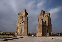Ак-Сарай, даже арка не полностью сохранилась.