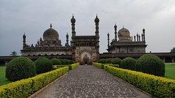 Long view entrance look like Charminar