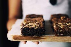 Aquele gostinho de chocolate em uma massa molhadinha por dentro. Nossos brownies são feitos aqui em casa com ingredientes ótima qualidade.