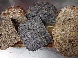 I nostri super panettoni salati.... Anche veg canapa, cereali e carbone
