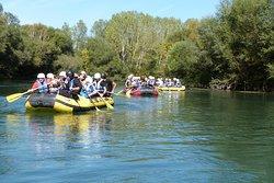 Il fiume Gari è limpido e incontaminato, la discesa di rafting in alcuni punti si trasforma in una vera e propria escursione in natura