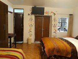 habitación familiar con baño privado, ducha caliente, tv cable y wifi. ideal para familias integradas de 4 personas