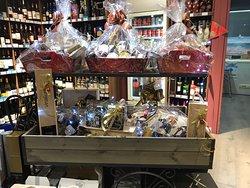 Hacemos lotes para 🎁 🎁 regalos Navidad 🎄🎁  Whisky 🥃 coñac,Vinos, Cavas, Chapamgne,Licores, Ratafia,Ginebras,Ron, Francesc Layret 163 Badalona martes a Sábados  10h a 21h Domingos y festivos 11h a 14h