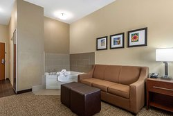 Suite with whirlpool bathtub