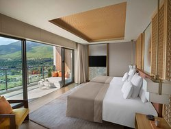 Be immersed in the unparalleled decadence of the 212 sqm, two-bedroom Panorama Suite, with a sweeping 270-degree view of the picturesque Ogiyama mountains, the charming rooftops of the city of Beppu, and the glistening Beppu Bay.