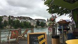 Ausblick auf den Rhein und zum Basler Münster