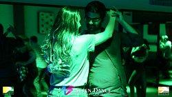 """𝙎𝙚ñ𝙤𝙧 :pray: 𝙩ú 𝙦𝙪𝙚 𝙖𝙥𝙖𝙧𝙩𝙖𝙨 𝙖 𝙡𝙤𝙨 𝙝𝙤𝙢𝙗𝙧𝙚𝙨 𝙙𝙚𝙡 𝙢𝙖𝙡.... 𝘼𝙥á𝙧𝙩𝙖𝙢𝙚 3 𝙥𝙖𝙧𝙖 𝙗𝙖𝙞𝙡𝙖𝙧 𝙚𝙨𝙩𝙚 𝙟𝙪𝙚𝙫𝙚𝙨. #jueves Marta Chanels y Mario Layunta con taller de #bachata y Javier Castro con #salsa en #sevendance y exhibición de """"Las Christmas Girls"""" y como teloneros """"Los Christmens"""" #socialdance #dioclub #barcelona #salseros #bachateros #porquebailarnoessolomoverlospies - Fotos: https://photos.app.goo.gl/ZZD1szD19Zg7J9TG9 - Video: https://youtu.be/S-Z2oLaC"""