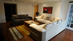 4 bedroom basement apartment lounge
