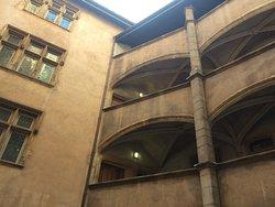 Une vue de l'ancien hôtel de ville de Lyon, juste avant d'entrer...