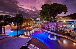 Pool & Deck-bar by night