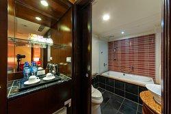 標準精緻客房浴室與點心吧