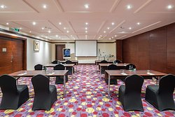 Al Jawharah meeting room with classroom setup