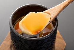 華味卵のプリン オリジナルブランド華味卵を贅沢に使用したクリーミーな手作りプリンです。 とろける食感と濃厚な味わい。