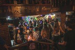 Música y el mejor ambiente universitario en Molly Malone San Sebastián