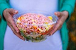 Ensaladas abundantes y con los ingredientes más frescos.