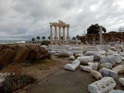 Античный Сиде. Храм Аполлона и Афины. Декабрь 2019 года.