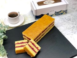 Keto, gluten-free Cranberry Castella made with almond flour, Elle&Vire butter, organic egg and fresh cranberry. Available by single serving (1/4) or whole cake.