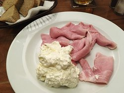 Prague ham with creamy whipped horseradish
