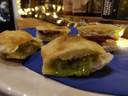 Special focaccia filled with salty pesto of pistachio, and sundried tomatoes and pepper cream.