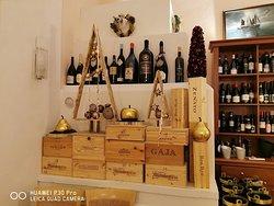 Esposizione vini , periodo natalizio .
