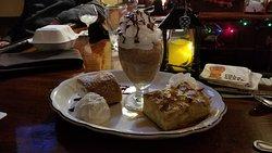 Flannels Bar & Grill