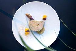 Foie gras de canard, condiment au thé noir et mandarine, fine gelée vivifiante