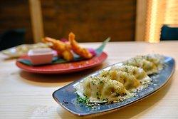 Gyozas al vapor rellenas de verdura con cebollino y sésamo