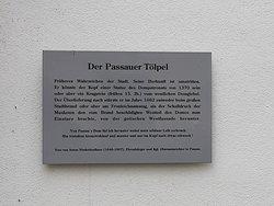 Gedenktafel neben dem Steinkopf