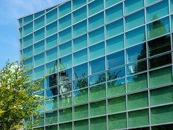 University of Otago's Clocktower Building reflected in Centre for Innovation. (AlpinerHut)