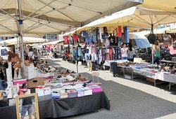Mercato di Via Osoppo has a very good selection of food here - lots of fruit and vegan, cheese, meat and some street food. Many food stalls. However, there are booths for shoes, slippers and clothes. Open Thursdays from 7.30 am to 2 pm and Saturdays from 7.30 am to 6 pm.