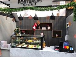De patisserie van Posterum zijn niet alleen mooi, want ze zijn ook heerlijk. Sommige formaten zoals die met chocolade zouden wel iets kleiner mogen zijn omdat ze zo rijk van smaak zijn.