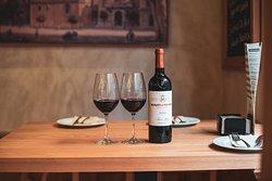 Bodega de vinos nacionales y de la tierra