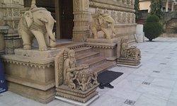 Chintamani Parasnath Bhoopatwala Jain Mandir