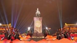 Kaiyuan Square - statues