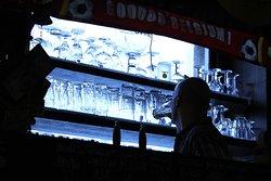 Infiniti bicchieri di birra