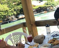 Maria&Maria na Barra / Floripa - ótima comida e visual bacana do canal. Vale ficar na área externa, após a rua, de frente para o canal. Comida e atendimento excelentes!! Parabéns Nisso e equipe 👏🏼👏🏼
