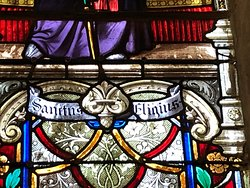 Détail du vitrail de Saint-Éloi à l'Église Saint-Éloi de Roissy-en-France