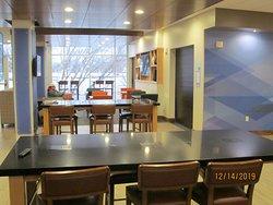 Lobby/breakfast area.