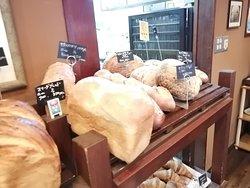 ハード系のパンも揃っています。