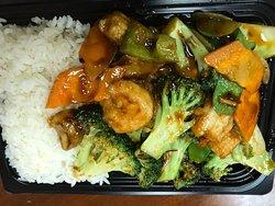 Yummy Kung Pao Chicken and Hunan Shrimp