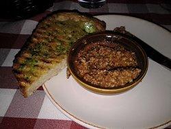 Pane all´ Aglio 58:- Grillat lantbröd med färsk vitlök & olivtapenade Grilled italian style bread with fresh garlic & olive tapenade