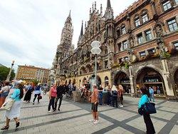 Мариенплац - очень красивая архитектура