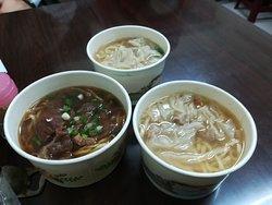 牛肉麺、ワンタン麺☓2