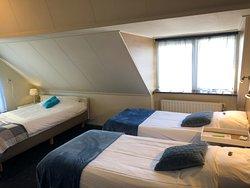 Onze driepersoonskamer, kan ook als familiekamer worden gebruikt. Een vierde bed plaatsen we dan bij.