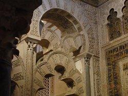 Двойные арки молитвенного зала Мескиты