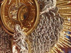 Убранство католического встроенного собора.