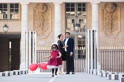 At Picmytrip Paris we will make sure you have a great time during our photoshoots. Here is the Palais Royal with an adorable family. By the way, we love photo sessions with kids, and they love it aswell!