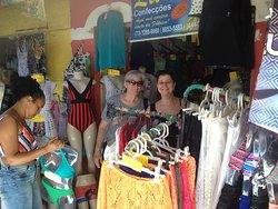 Lojinhas são convidativas para as compras. Principalmente se forem de camisetas e outras peças de algodão ou cambraia.